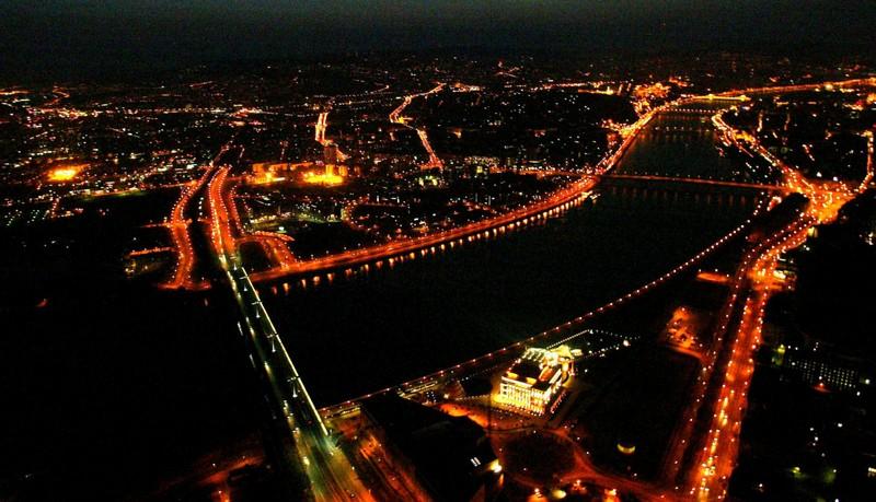 Többe kerülhet az éjszakai repülés Budapest felett